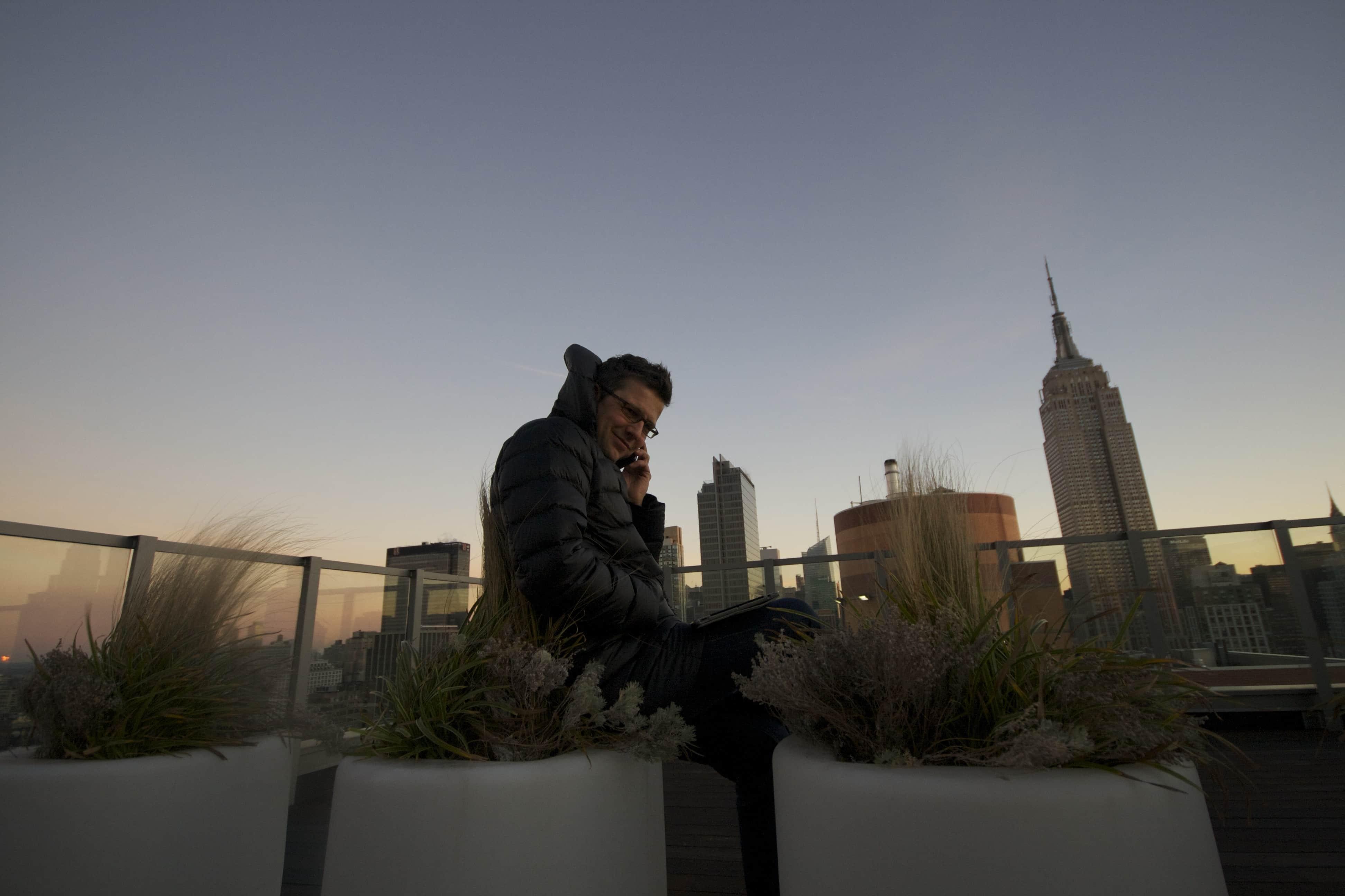 Midtown Roof-Topping. Schnell noch einen Blick auf die Rechnungsliste in der #online #Hotelsoftware. #NYC